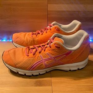 Woman's ASICS running athletic shoes size 8.5